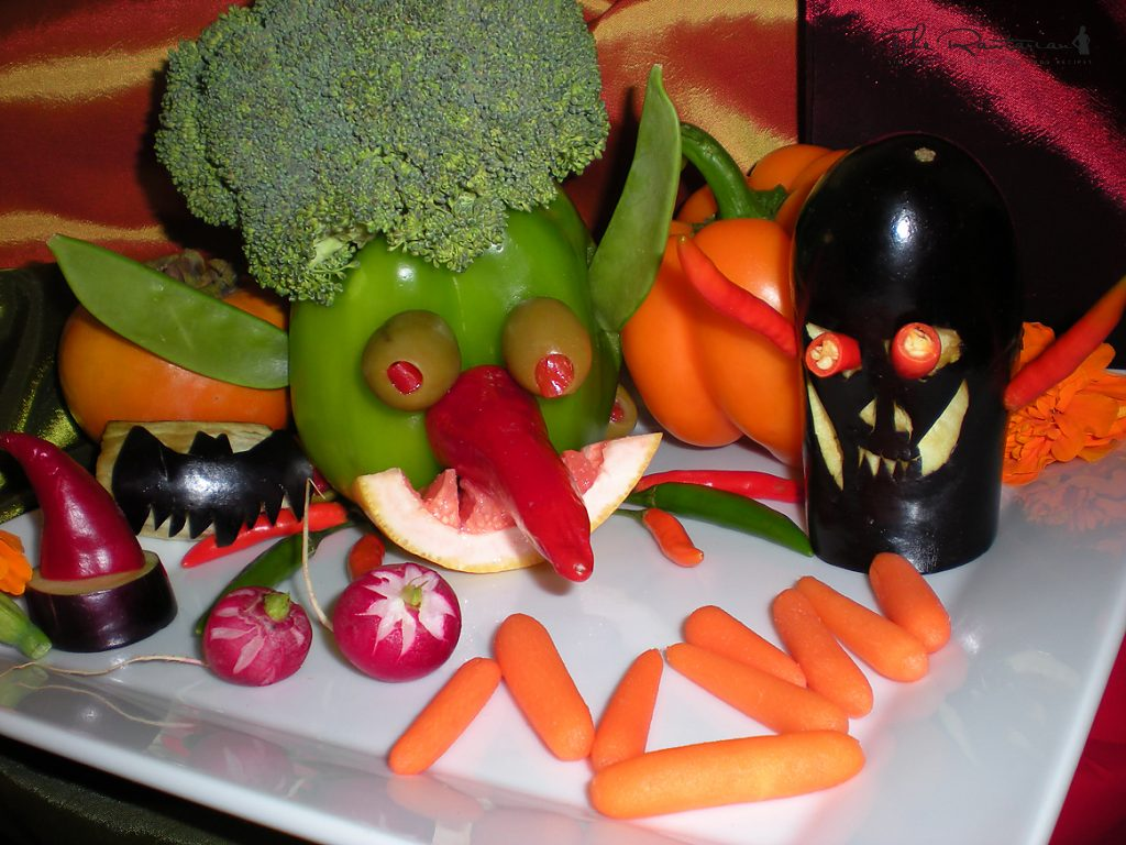 Scary And Funny Halloween Fruit And Veggie Platter By Chef Bryan Au The Rawtarian